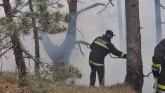 Vatra tinja na Zaovinama, nema struje ni signala, meštani u opasnosti; Može da se proširi na kuće FOTO