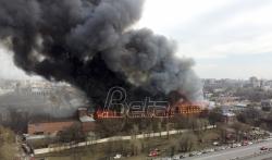 Vatrogasci gase požar u fabrici u Sankt Peterburgu (VIDEO)