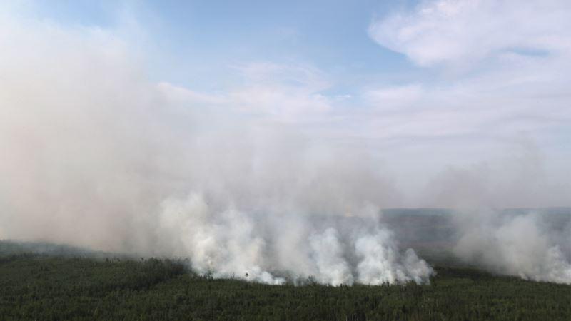 Vatrogasci se bore sa vatrom na površini od 30.800 hektara