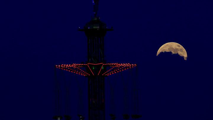 Večeras delimično pomračenje Meseca (FOTO)