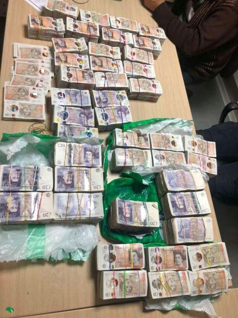 Velika zaplena novca na Batrovcima, uhapšen vozač kamiona FOTO