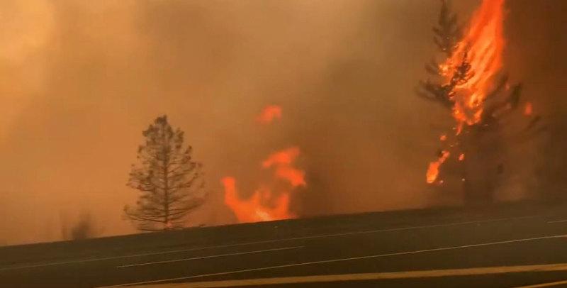 Veliki požar izbio u blizini Atine