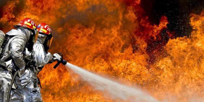 Ugašen veliki požar u neboderu u Sarajevu
