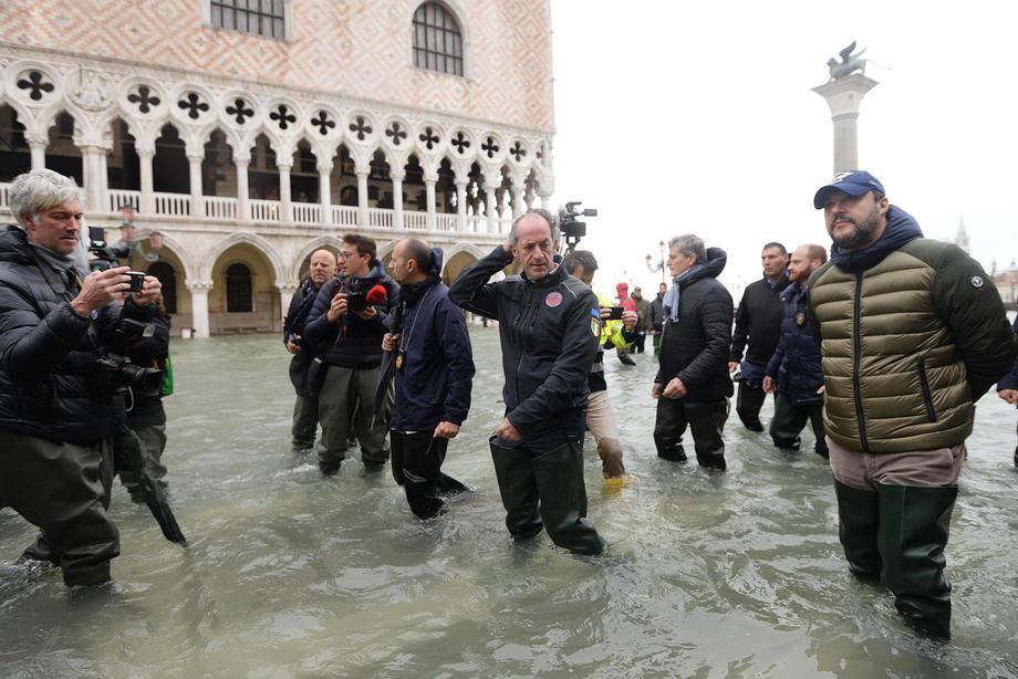 Veneciji preti još veći talas plime, Srbija nudi pomoć; 70 odsto grada poplavljeno