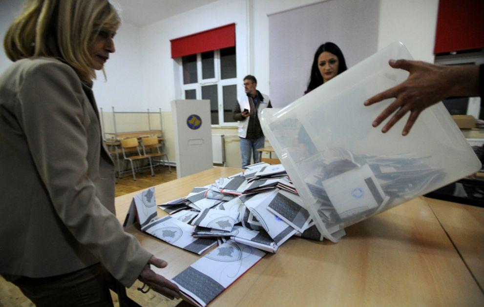 Veselinović: Navodna trovanja i alergije pravan za krađu glasova