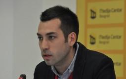 Veselinović: Beograd gori, Vesić se češlja, a Radojičić se krije