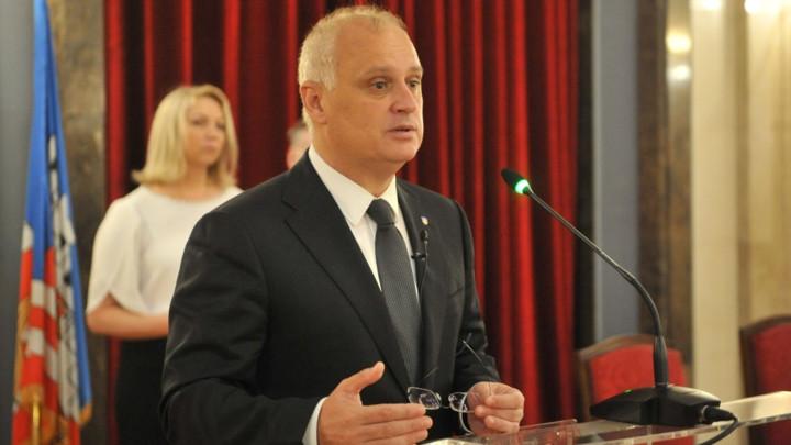 Vesić: Deo opozicije bi dekretom da Đilasa vrati na vlast