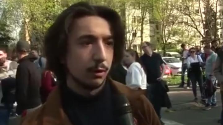 Vesić: Ovo je jedan od Đilasovih studenata koji je nasilno upao u Rektorat. Nepismen i pod uticajem određenih sredstava, načitaniji je od njegovog šefa (VIDEO)