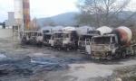 Vezali čuvara i zapalili sva vozila (VIDEO)