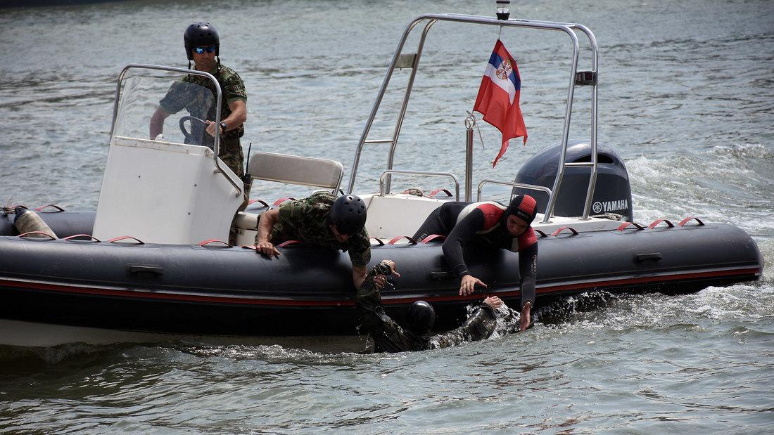 Vežbovne aktivnosti Rečne flotile na Tisi kod Titela