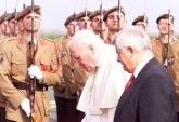 Virus stigao do pape – biskup koji se sastao s njim pozitivan na kovid