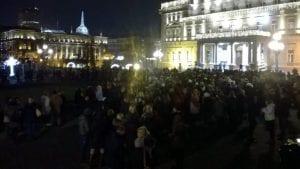 Više od hiljadu vaspitačica protestovalo ispred Skupštine grada (VIDEO)