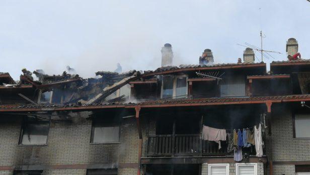 Više stanova gori u Bor zgradi – Najmanje dvije osobe stradale u požaru (FOTO)