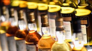 """Viski """"u prirodnoj veličini"""": Najveća flaša na svetu prodata za 18.000 evra"""