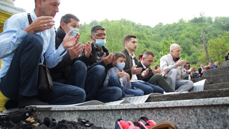 Vjernici u Srebrenici proslavljaju Bajram