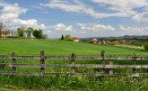Vlada: Bespovratno 500 miliona za kupovinu seoskih kuća