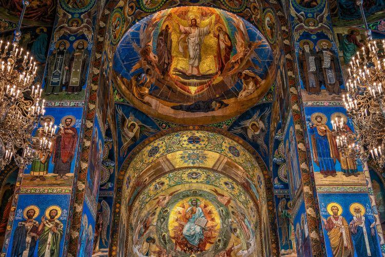 Vlada Srbije preporučila crkvama da obrede obavljaju bez vernika