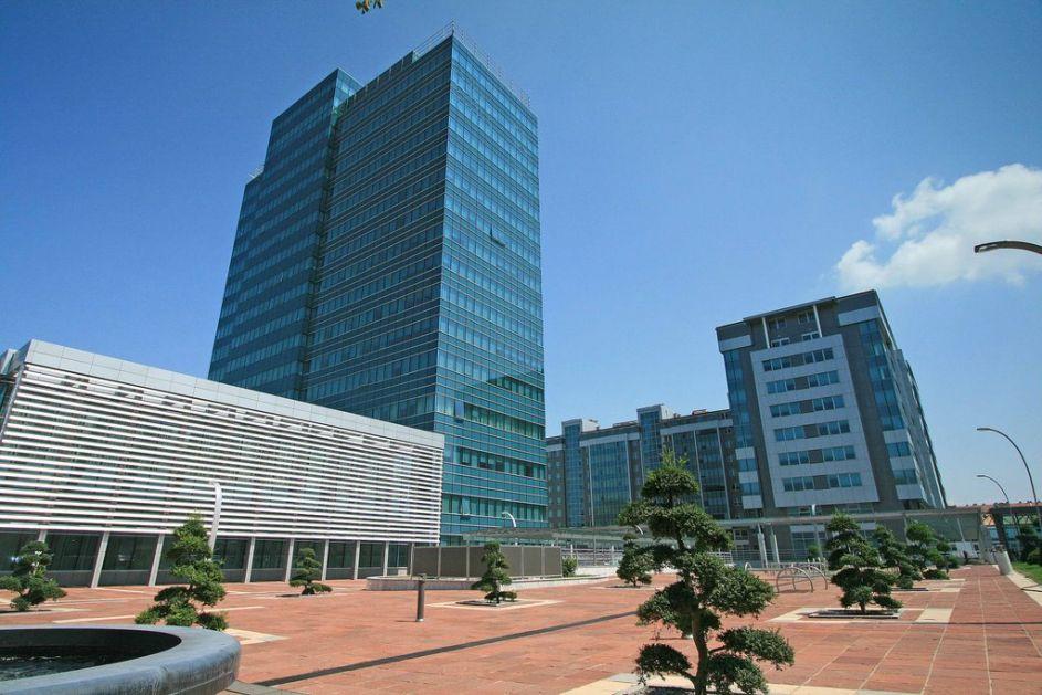 Vlada priznala problem sa nezakonitim platama direktora