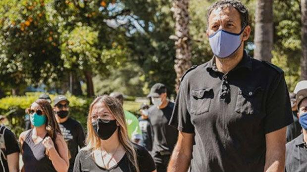 Divac sa suprugom, Peđa i Bogdan na protestima u Kaliforniji