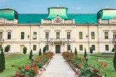 Vladičanski dvor iz 18. veka: Francuski park okružen baroknom ogradom