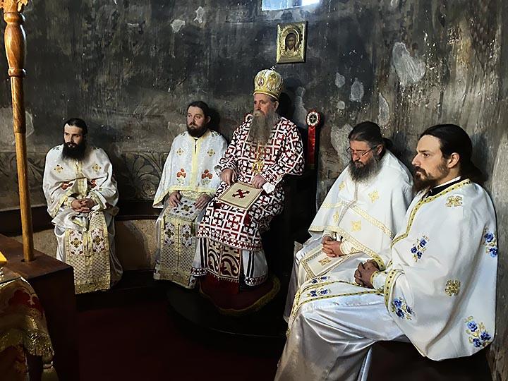 Vladika Joanikije: Duhovno se obnovimo i pripremimo za veliku radost Rođenja Hristovog