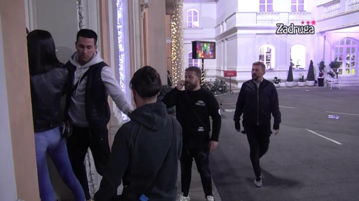 Vladimir Adžić je KRIV ZA KRAH NJIHOVE VEZE? Filip Reljić želeo da se OBRAČUNA sa ovim zadrugarom, obezbeđenje i ukućani ga jedva obuzdali! (VIDEO)
