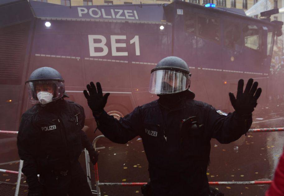 Vodenim topovima razbijene demonstracije u Amsterdamu, više od sto uhapšenih