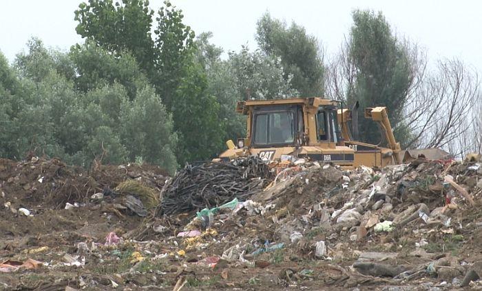 Vrbas: Na građevinsku deponiju nesavesni građani bacaju i leševe životinja