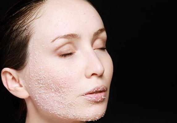 Vreme je da uklonite mrtve ćelije sa lica! Recept za domaći piling!