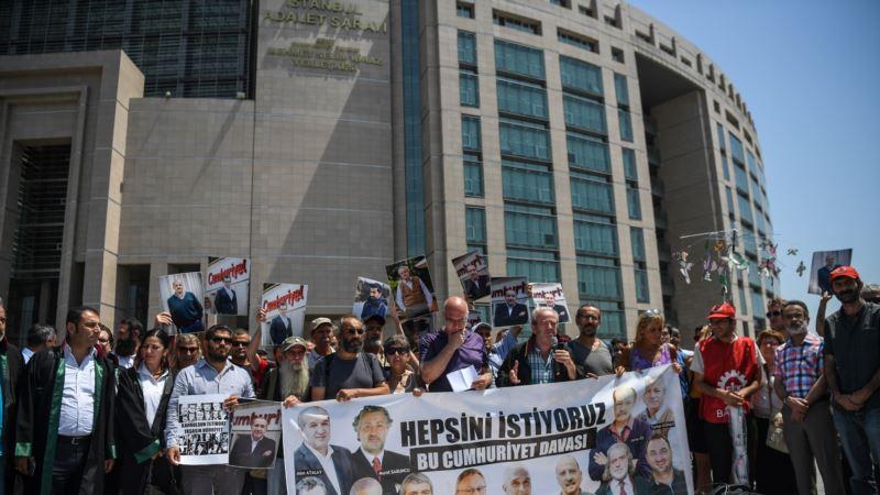 Vrhovni sud Turske naredio oslobađanje novinara Džumhurijeta
