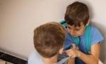 Vršnjačko nasilje među đacima prvacima: Dečak davio decu, stavljao im zemlju u usta, šutirao u stomak