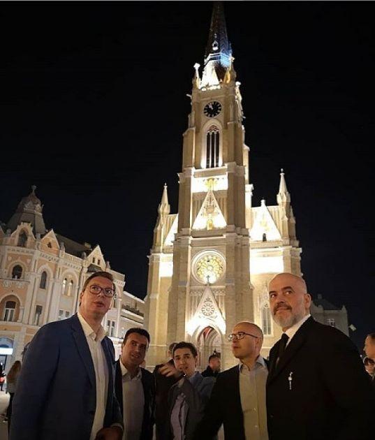 Vučić, Brnabić, Zaev, Rama i Vučević prošetali ulicama Novog Sada