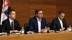 Vučić: Od sutra Žandarmerija i  posebne jedinice policije u Šidu posle upada migranata u kuće