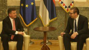 Vučić: Srbija spremna na nastavak dijaloga kad bude pozvana u Brisel