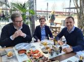 Vučić: Verujem da ćemo uskoro moći da otvorimo sve restorane i kafiće FOTO