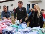 Vučić i Glišić u akciji doniranja sportske opreme Kuršumličanima - kampanja SNS ili državna pomoć