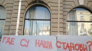 Vučić iz Vatikana najavio razgovor sa stanarima iz Bristola