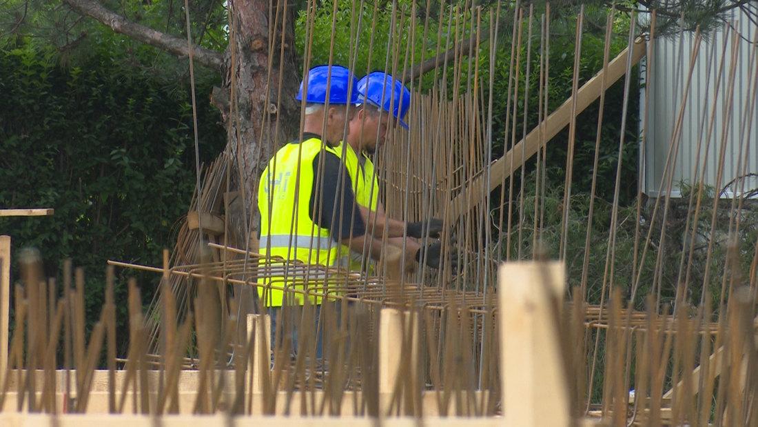 Vučić obilazi radove na izgradnji Instituta Dedinje