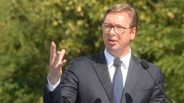 Vučić posetio porodicu žene stradale na naplatnoj rampi