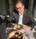Vučić prihvatio šalu: Od ćevapa do punjenih paprika