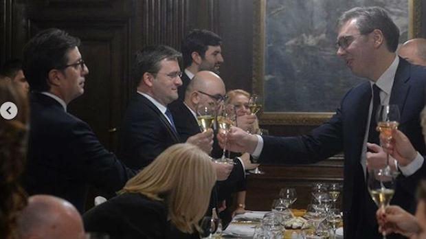 Vučić priredio večeru za Pendarovskog