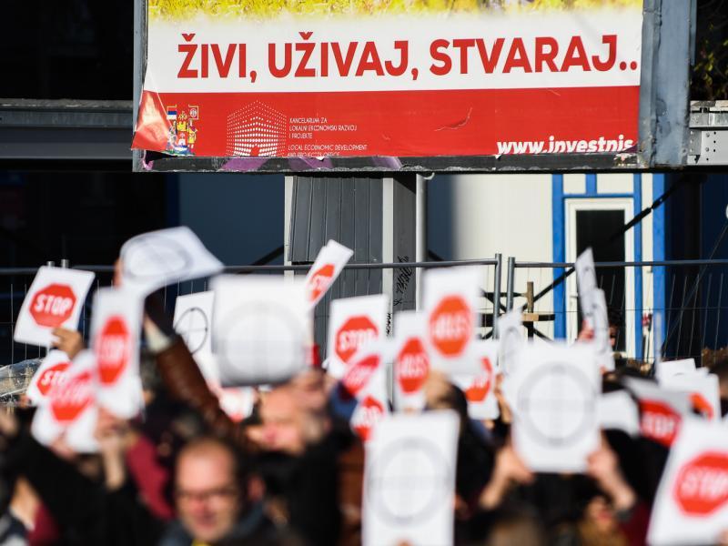 Vučić priznao da je SNS organizovao proteste čiju su organizaciju naprednjaci sa lokala negirali