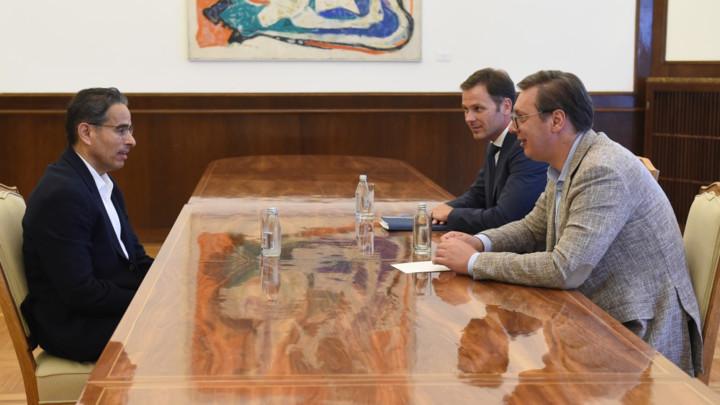 Vučić razgovarao sa direktorom kompanije Eagle Hills: Privreda Srbije je sada na stabilnom putu rasta i razvoja (FOTO)