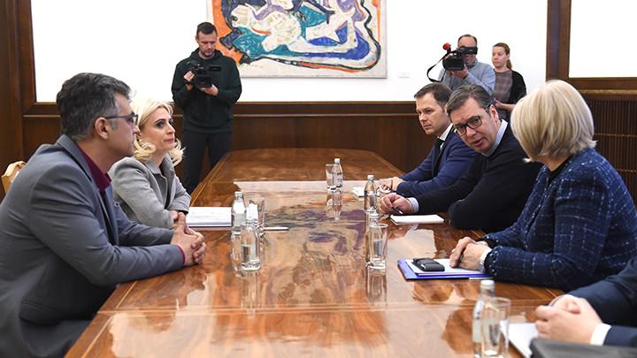 Vučić razgovarao sa predstavnicima korisnika kredita u švajcarskim francima: Slede pregovori sa poslovnim bankama u cilju finalizacije zajedničkog dogovora (FOTO)