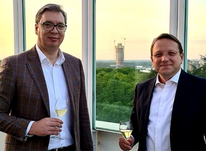 Vučić sa Varheijem na radnoj večeri: O evropskim integracijama, napretku Srbije...