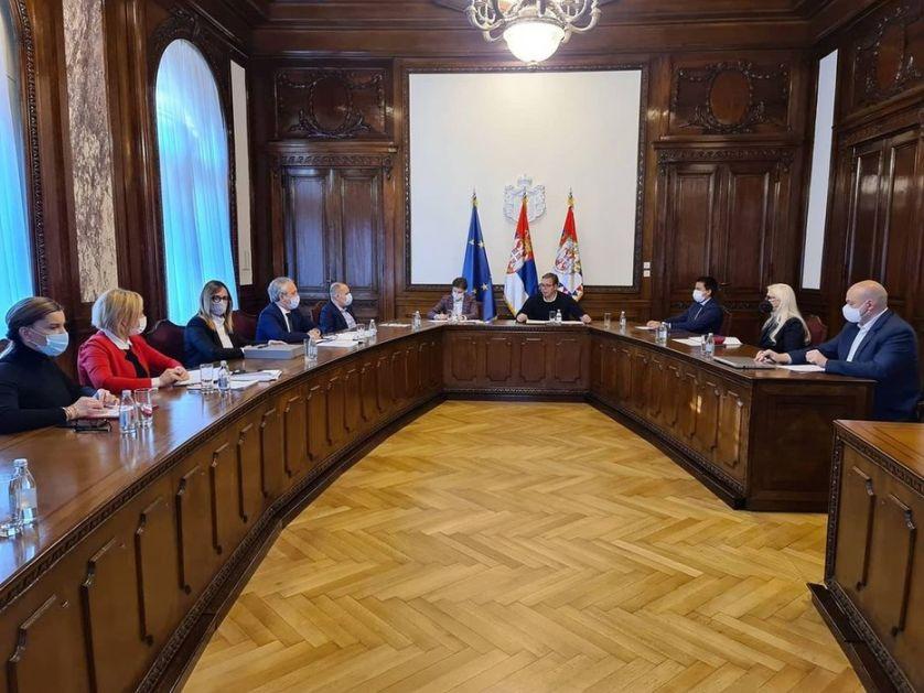 Vučić sa čelnicima instituta o hitnoj nabavci vakcina