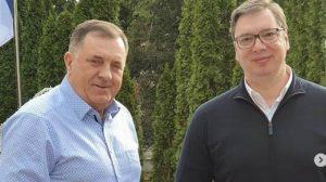 Vučić u nedeljnoj šetnji sa Dodikom