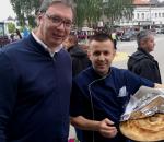 Vučić u poseti Novom Pazaru: Sa prijateljima kod Jonuza na ćevapima FOTO