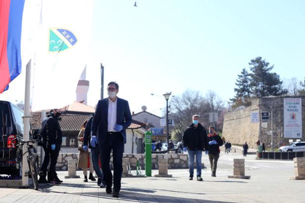 Vučić uručio respiratore – Teška noć je za nama, imamo i djecu od dvije godine koja su zaražena, važna je disciplina