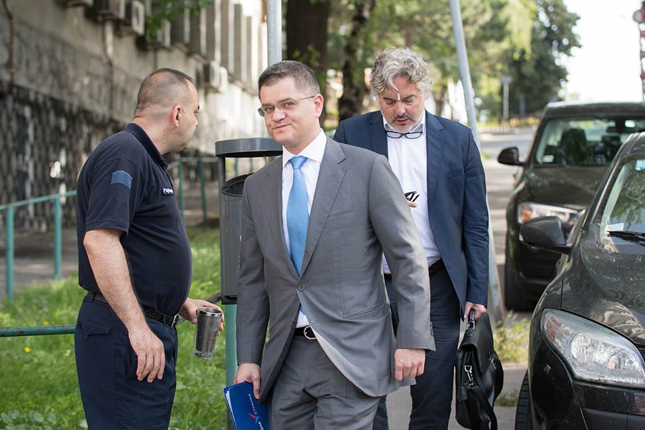 Vučićev advokat: Zgrožen sam iznosom koji traži Jeremić
